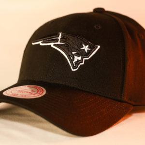 Mitchell & Ness OSFA NFL New England Patriots Black & White Flexfit 110 Logo Low Pro Snapback