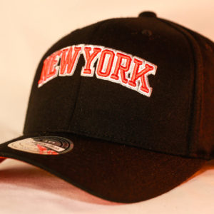 Mitchell & Ness OSFA New York Knicks NBA Black Flexfit 110 Snapback