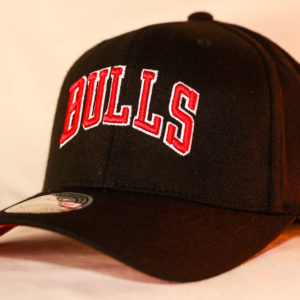 Mitchell & Ness OSFA NBA Chicago Bulls Black Flexfit 110 Courtside 2 Snapback
