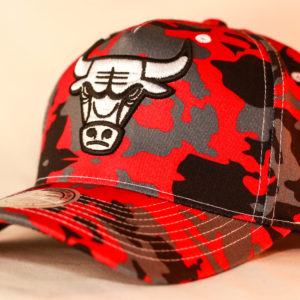 Mitchell & Ness OSFA NBA Chicago Bulls Red Camo Flexfit 110 Pinch Panel Snapback
