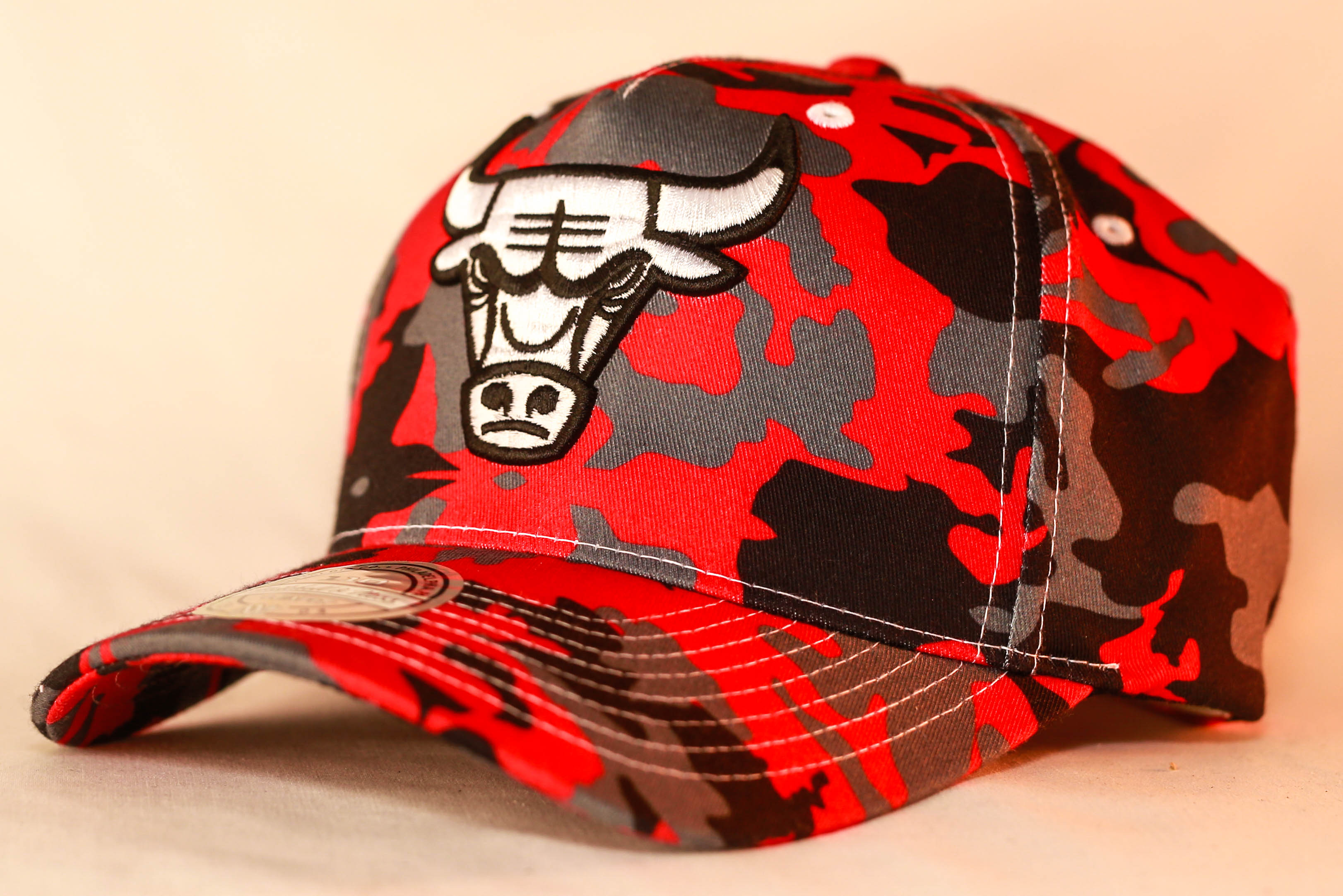 4c98d2413 Mitchell & Ness 110 Pinch Panel Snapback Camo Red Chicago Bulls Men's &  Women's