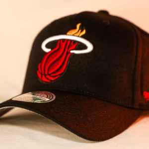 Mitchell & Ness OSFA NBA Miami Heat Black Flexfit 110 Snapback