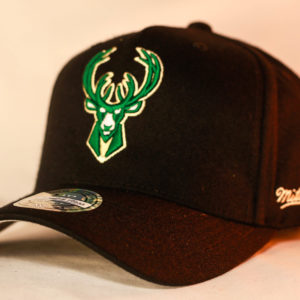 Mitchell & Ness OSFA NBA Milwaukee Bucks Black Flexfit 110 Snapback