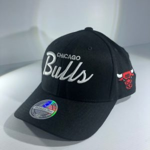 Mitchell & Ness NBA Chicago Bulls Black Flexfit 110 Team Snapback OSFA