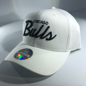 Mitchell & Ness NBA Chicago Bulls White/Black Basic Script Snapback OSFA