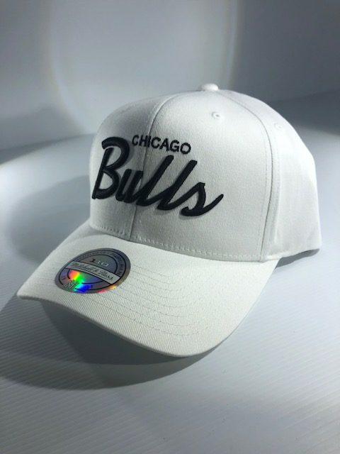 huge selection of 85e8f bc041 Mitchell   Ness Flexfit 110 NBA Chicago Bulls Basic Script Snapback White  Men s   Women s
