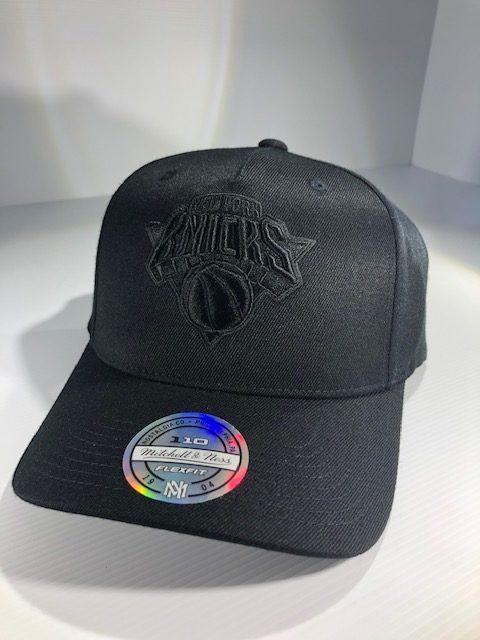 Mitchell & Ness Flexfit 110 NBA New York Knicks All Black Logo Snapback OSFA