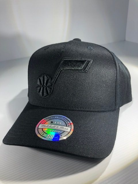 Mitchell & Ness Flexfit 110 NBA Utah Jazz All Black Logo Snapback OSFA