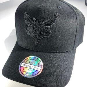 Mitchell & Ness Flexfit 110 NBA Charlotte Hornets All Black Logo Snapback OSFA