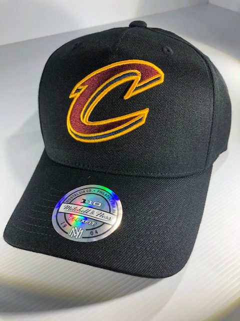 c0f430760408d Mitchell   Ness Flexfit 110 NBA Cleveland Cavaliers The Black Team Colour Logo  Snapback OSFA