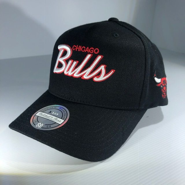 1ea624b2e32c2 Mitchell   Ness Flexfit 110 NBA Chicago Bulls Team Script Colour POP  Snapback OSFA